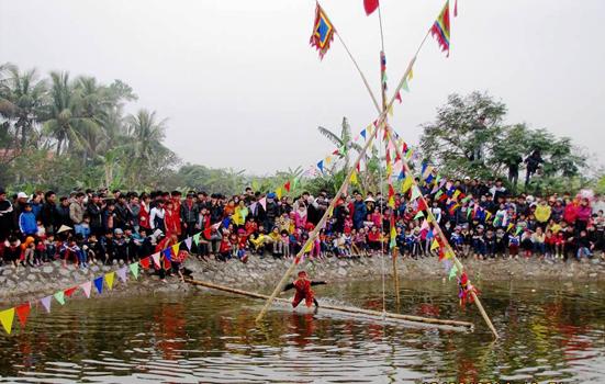 Thi cầu kiều là nét đẹp dân gian trong lễ hội truyền thống tại Hưng Yên
