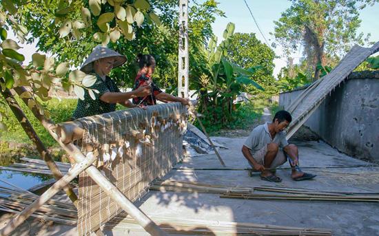 Làng Cuông – nơi gìn giữ nghề truyền thống làm mành