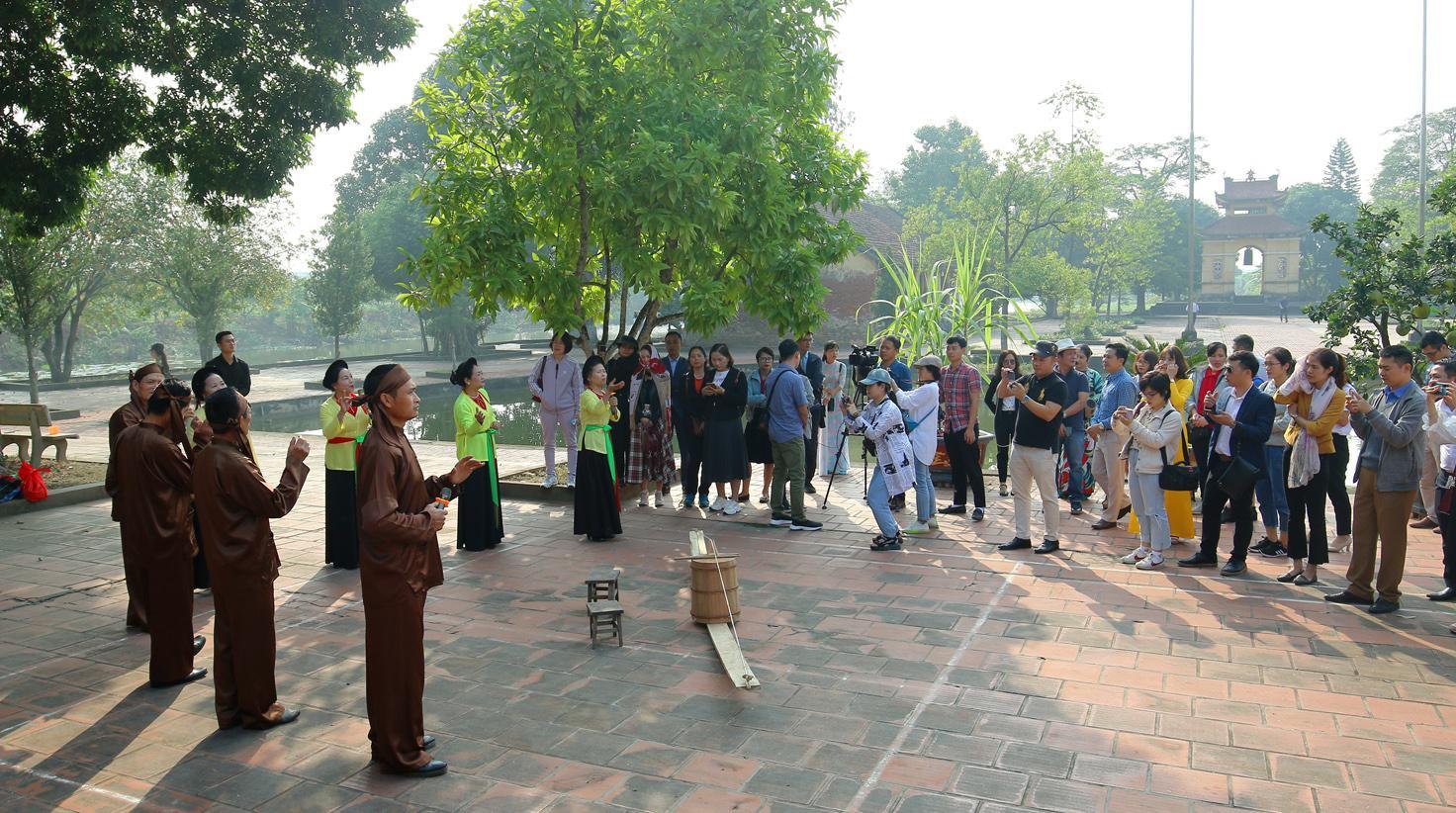http://hungyentourism.com.vn/an-tuong-mot-ngay-ve-khoai-chau
