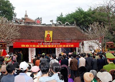 Vẻ đẹp độc đáo đền Phù Ủng- Nơi thờ danh tướng Phạm Ngũ Lão