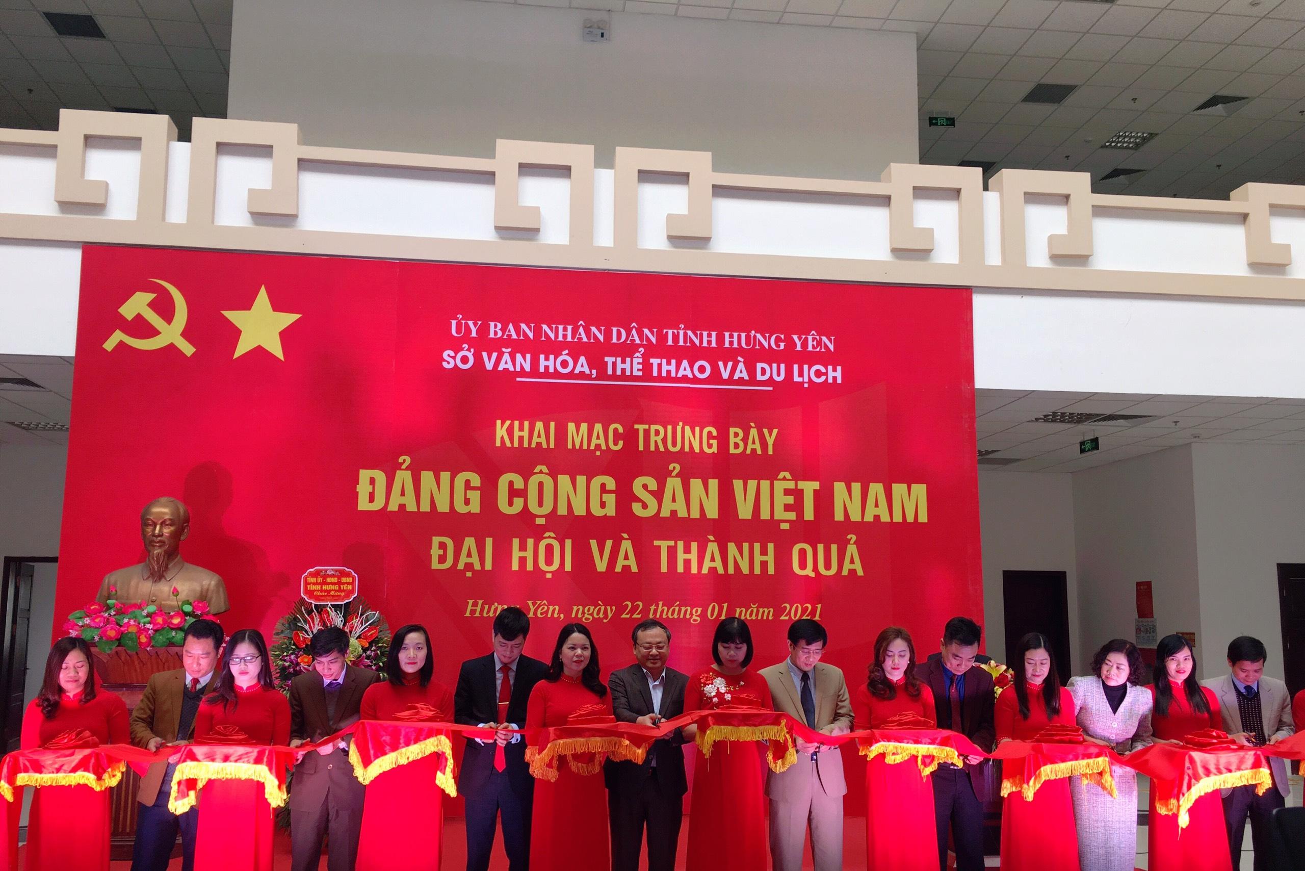 """Khai mạc trưng bày chuyên đề: """"Đảng Cộng sản Việt Nam – Đại hội và thành quả"""""""