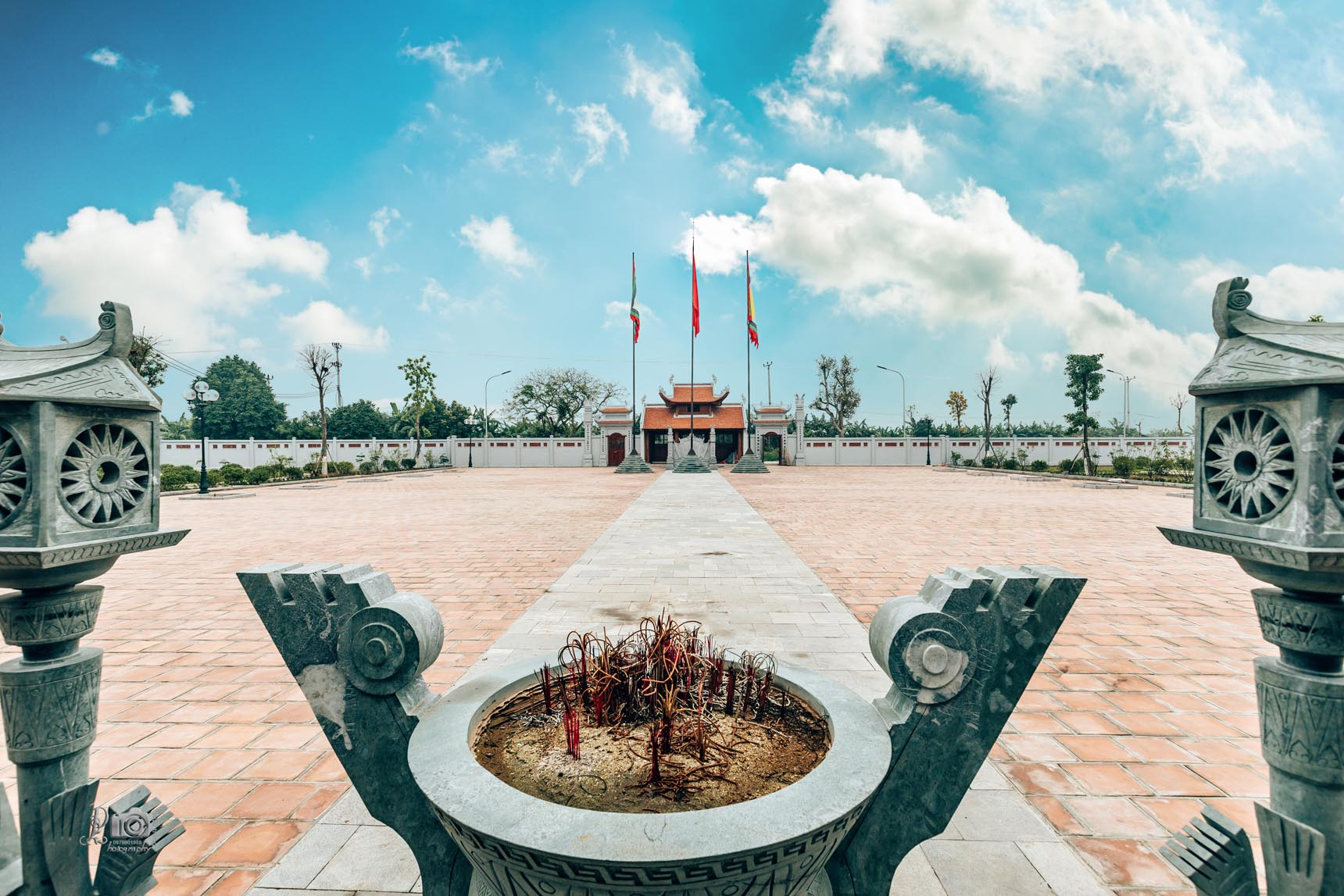 http://hungyentourism.com.vn/den-tho-trieu-viet-vuong/